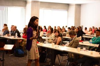 Dra. Mercedes Gil-Campos durante su intervención