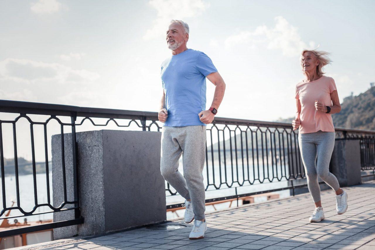 Trayectorias de actividad física y mortalidad global, por enfermedad cardiovascular y por cáncer en un estudio de cohorte ( EPIC-Norfolk ).