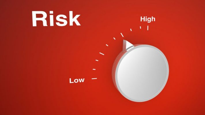 49231374 - risk control knob on red with a scale from low to high